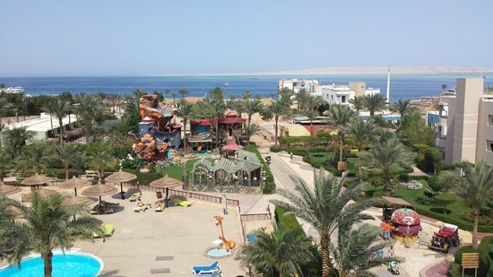 Hurghada SeaGull Beach Resort: you can see where kids can play.they have like a small zoo park