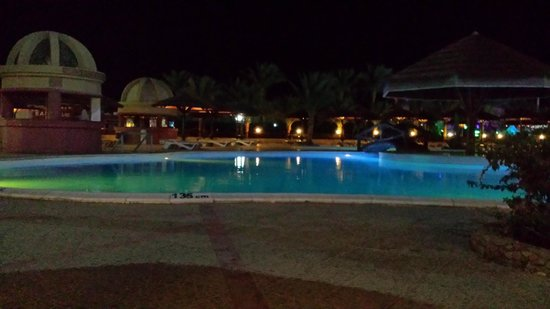 Hurghada SeaGull Beach Resort: swimming pool at night time