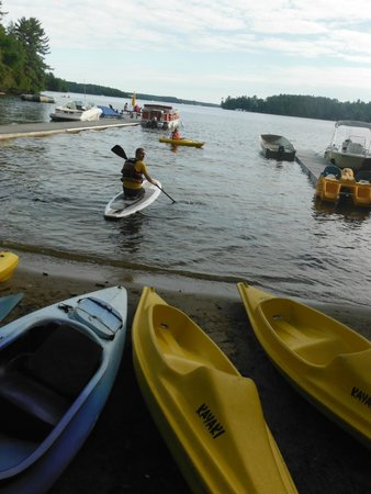 Shamrock Lodge: Fun in the lake .