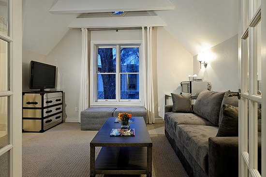 Little Red Ski Haus : Living Room of 1 Bedroom Suite Facing Aspen Mountain, Separate bath, Queen Sofabed and 2 twin sl