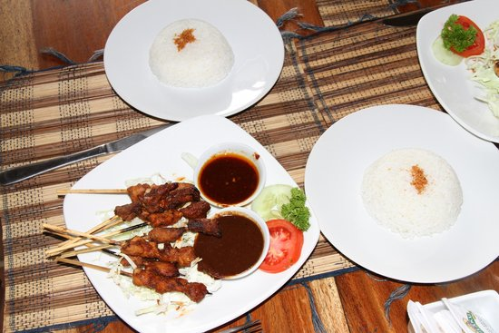 d'Alas warung: chicken satay