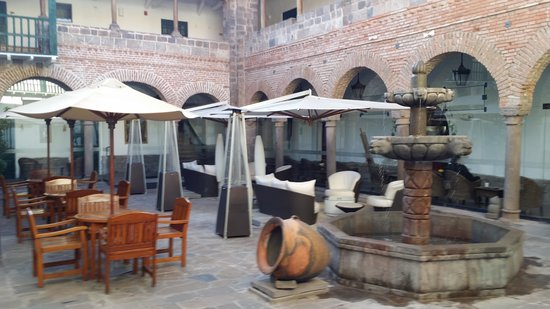 Casa Andina Premium Cusco : Hotel Courtyard where they served us tea upon arrival