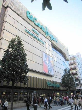 e0e7906f752 Grandes almacenes El Corte Inglés en la calle Uría  fotografía de ...