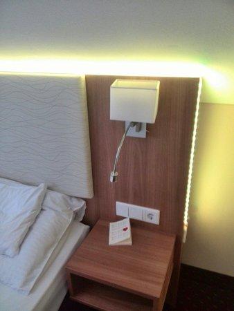 BEST WESTERN PLUS Parkhotel Erding: Yellow light