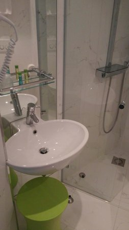 Ibis Styles Amsterdam Central Station: Bathroom