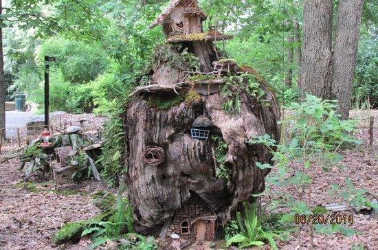 Garvan Woodland Gardens: Fairies house