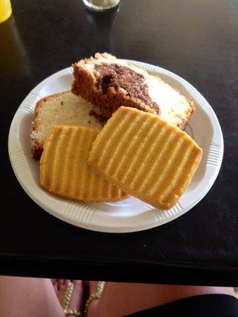Golden Club Cabanas : Snacks at the cabanas all inclusive