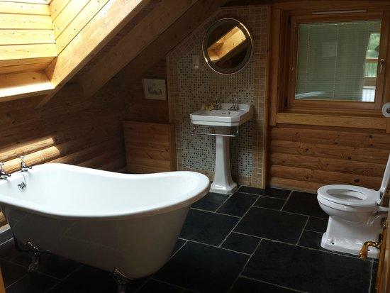 Log House Holidays: bathroom in Kaisers Kabin