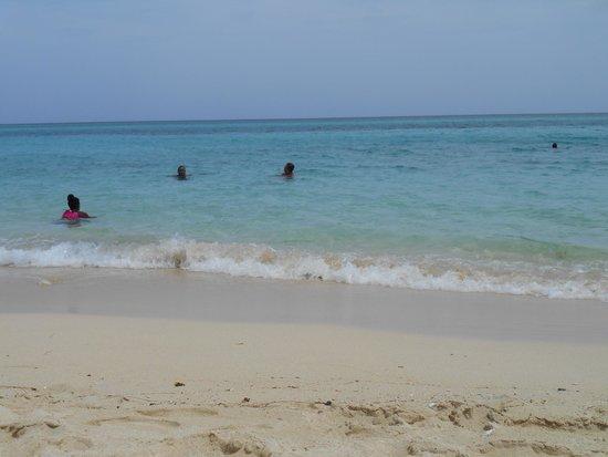 Toby's Resort : Free local beach, just around the corner