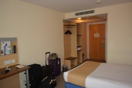 Holiday Inn Express Cardiff Airport : our room