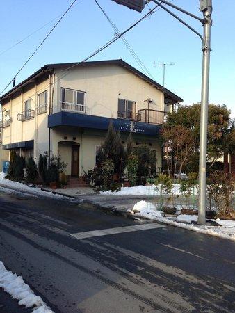 Resutoranizupasshon: 入り口前が駐車場