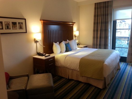 The Alfond Inn: Wish I could sleep in this bed every night!