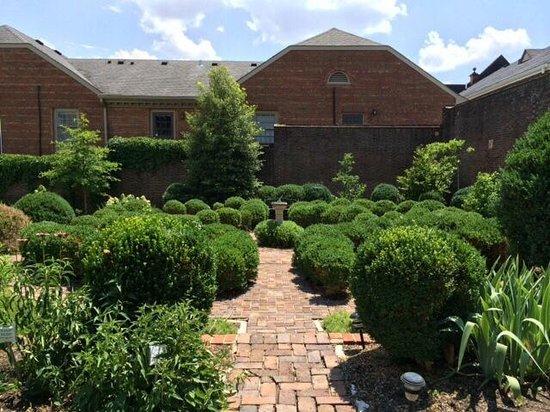 McDowell House Museum: Garden