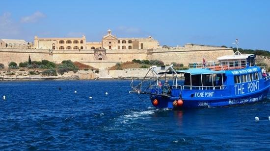 Valletta Waterfront: took the ferry to Valletta...ferries are cheap & fun!