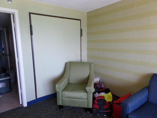 Caribbean Resort And Villas: Murphy  bed in wall... full size