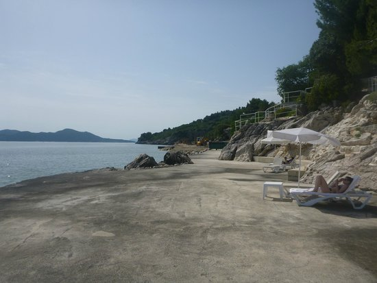 Radisson Blu Resort & Spa at Dubrovnik Sun Gardens : beach