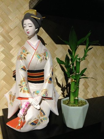 Bargara  Asian Cuisine: Decoration_Japanese Girl