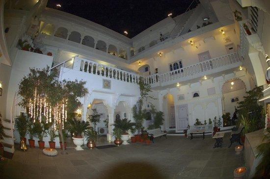 Jagat Niwas Palace Hotel: Hotel