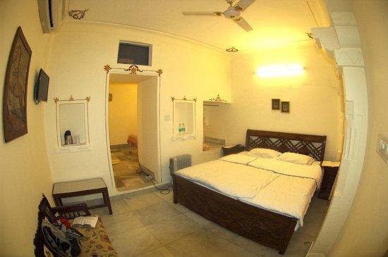 Jagat Niwas Palace Hotel: room