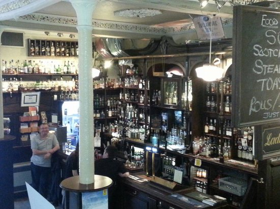 The Pot Still: Die Bar...