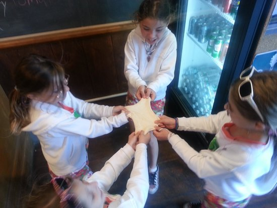 Porto Pizza: he let our kids in on the action!  a truly nice owner!