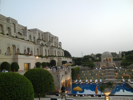 The Oberoi Amarvilas: Outdoor area of hotel.