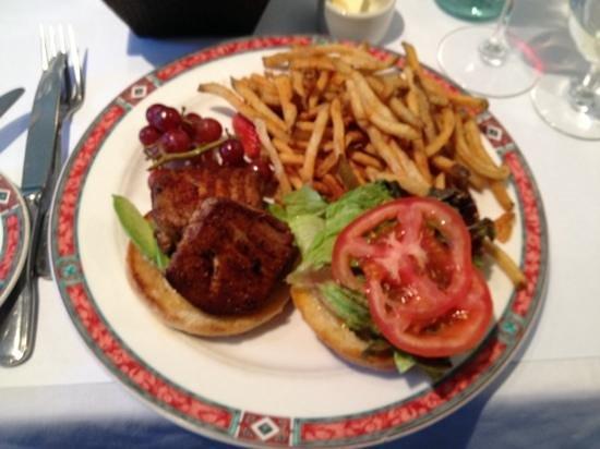 Cafe Beaujolais: blackened tuna sandwich