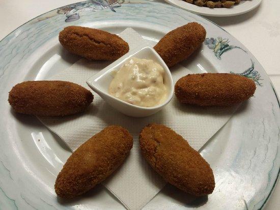 Croquetas caseras de marisco- Restaurante Can Bolet (Lloret de Mar)