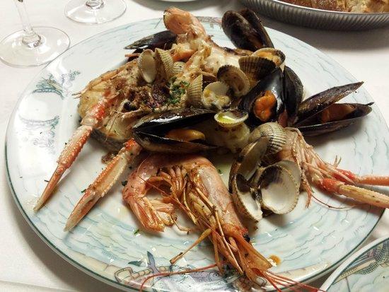 Parrillada de pescado y mariscos- Restaurante Can Bolet (Lloret de Mar)