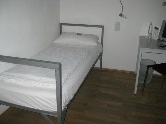 scenic car around the corner helps set the mood alcatraz. Black Bedroom Furniture Sets. Home Design Ideas
