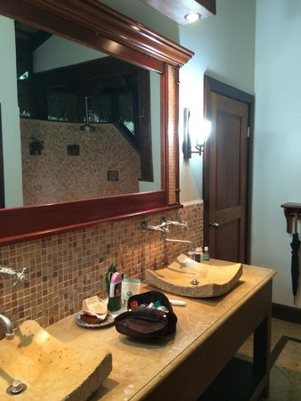Ian Anderson's Caves Branch Jungle Lodge : Soaps made on site fill the bathrooms