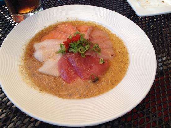 Aji Japanese Bistro: Beautfiul sashimi in a wasabi mustard soy sauce