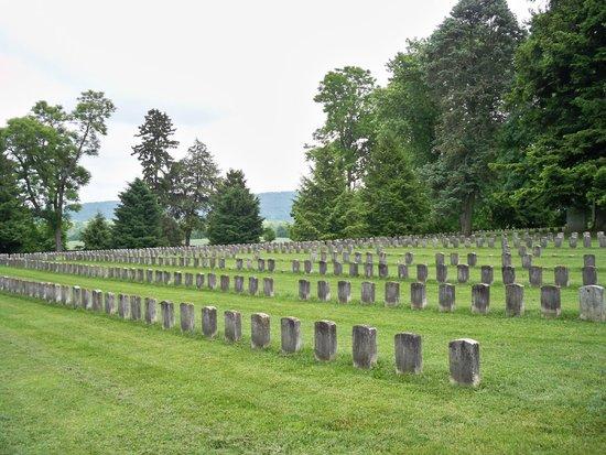 Antietam National Cemetery: Grave markers