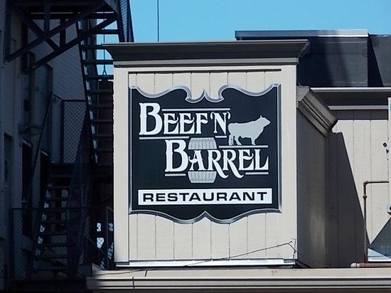 Beef 'n' Barrel: Sign at the rear parking lot