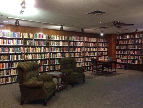 Poland Spring Resort: Library