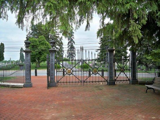 Antietam National Cemetery: Cemetery gate