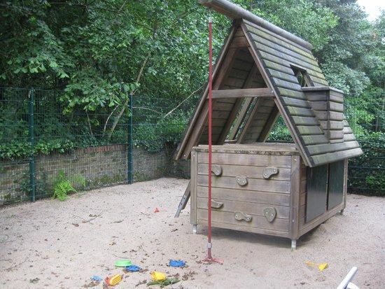 Schlosshotel Hugenpoet: childrens playground