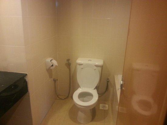 Awana Hotel: Bathroom