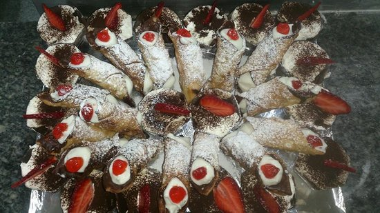 Il Giardino: Cannoli siciliani et Tiramisù