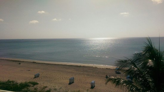 Highland Beach, FL: View of beach from oceanside room balcony.