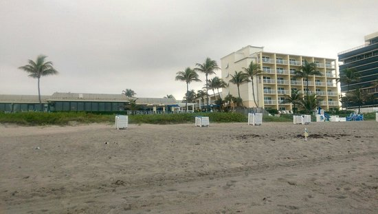 Highland Beach, FL: View of resort and restaurant from the beach.