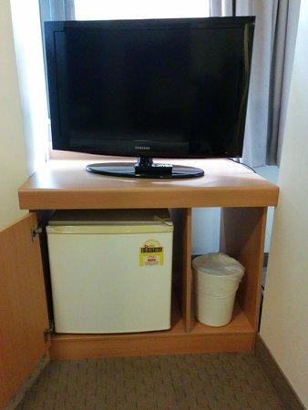 ibis Brisbane : TV and mini-frig facilites
