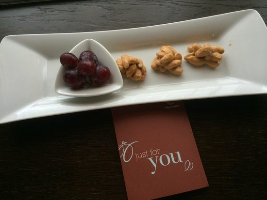 Sheraton Prague Charles Square Hotel: A nice little snack after check-in!