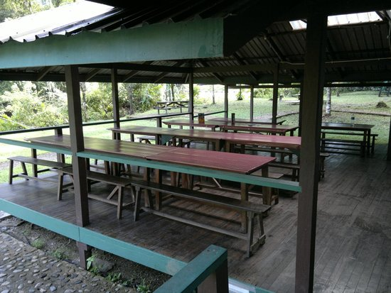The Pinnacles Trail : The dining area.