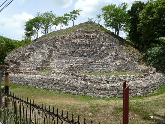 Hacienda Hotel Santo Domingo: Mayan sites in Izamal