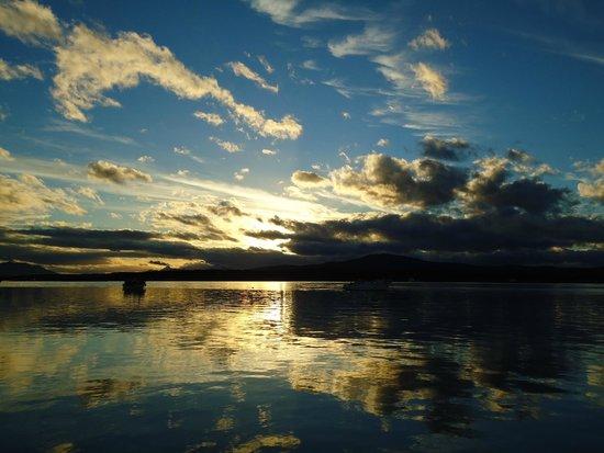 Hotel Martin Gusinde: Vista da baía de Puerto Natales