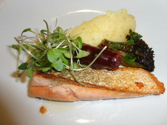 Butterfly: salmão e linguiça de chouriço com pure de batatas