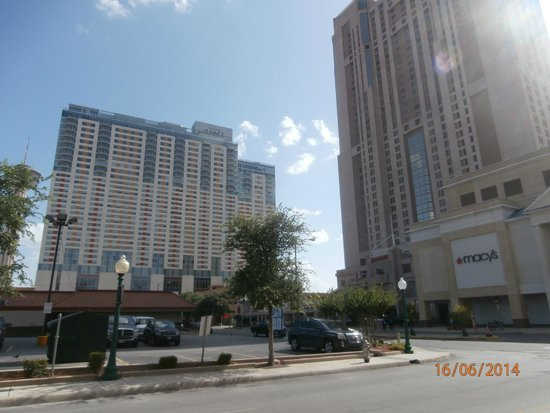 La Quinta Inn & Suites San Antonio Riverwalk: Macys