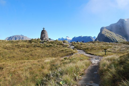 Milford Track: Mackinnon Pass Memorial