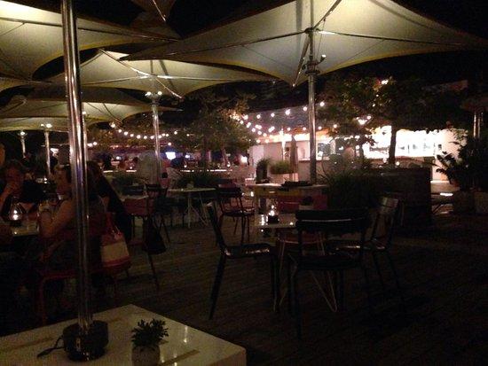 The Standard, Miami: Outdoor restaurant